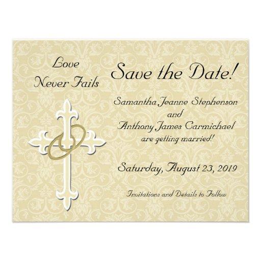 La cruz con los anillos de oro ahorra las tarjetas invitación