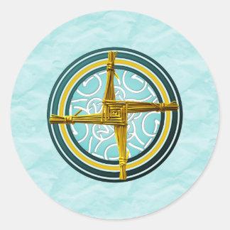 La cruz de Brigid amarillo en azul Pegatina Redonda