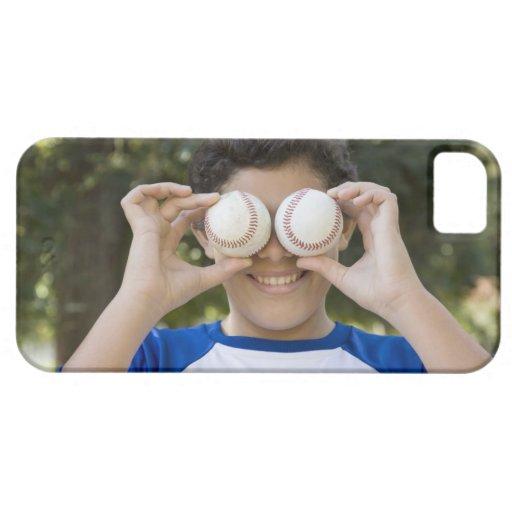 La cubierta hispánica del adolescente observa con funda para iPhone 5 barely there
