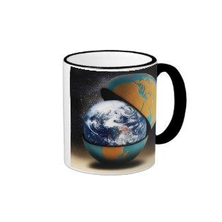 La cubierta protectora de la tierra taza de café