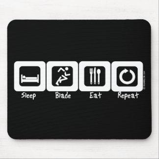 La cuchilla del sueño come la repetición mousepad