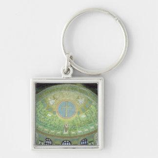 La cúpula con un mosaico que representa llavero cuadrado plateado