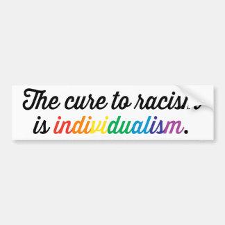 La curación al racismo es individualismo pegatina para auto