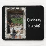 ¡La curiosidad es un pecado! mousepad