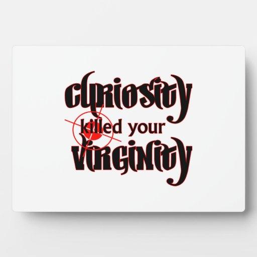 la curiosidad mató a su virginidad placa de plastico