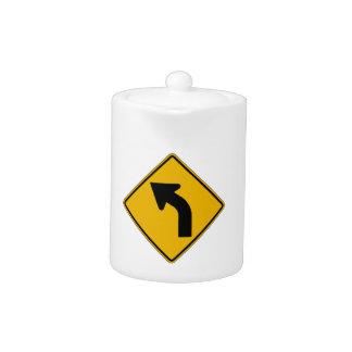 La curva izquierda, trafica la señal de peligro, l