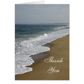 La dama de honor del boda de playa le agradece tar felicitación
