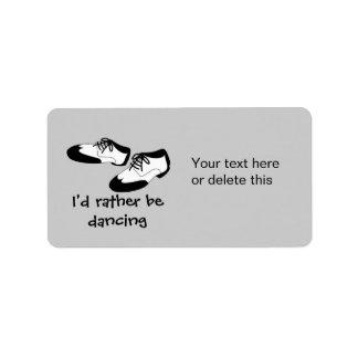 La danza para hombre del oscilación calza la etiqueta de dirección