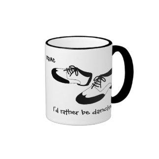 La danza para hombre del oscilación calza la ident taza de café
