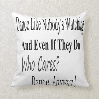 La danza tiene gusto de nadie que mira cojín