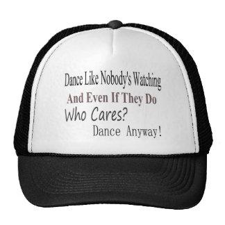 La danza tiene gusto de nadie que mira gorras