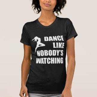 La danza tiene gusto de nadie que mira playeras