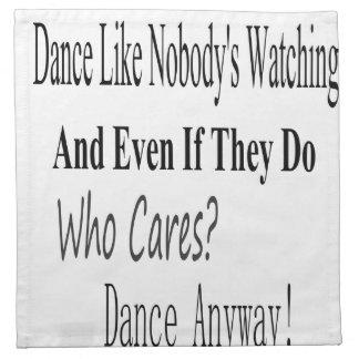 La danza tiene gusto de nadie que mira servilletas de papel