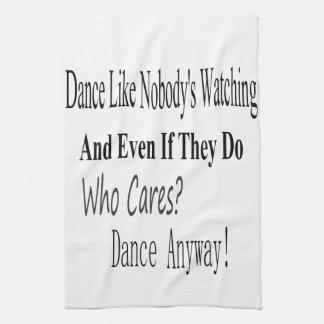 La danza tiene gusto de nadie que mira toallas