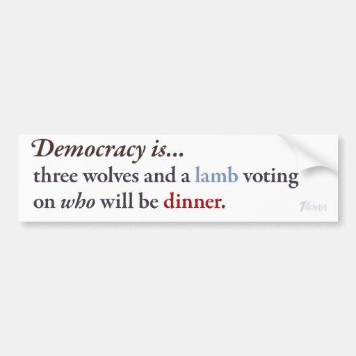 La democracia es… etiqueta de parachoque
