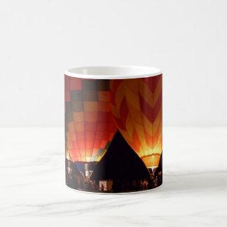 ¡La demostración del resplandor! en una taza