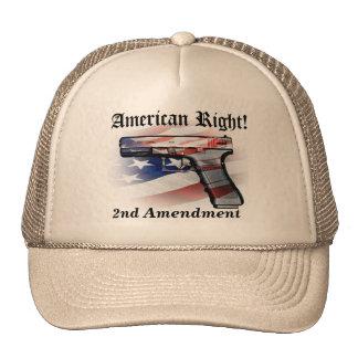 La derecha americana de llevar el casquillo del gorros bordados