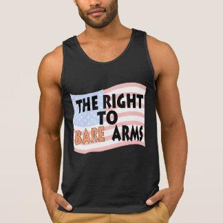 La derecha de descubrir la camisa de los brazos