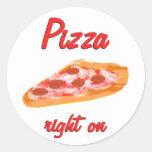 La derecha de la pizza encendido pegatina redonda