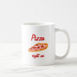 La derecha de la pizza encendido taza básica blanca
