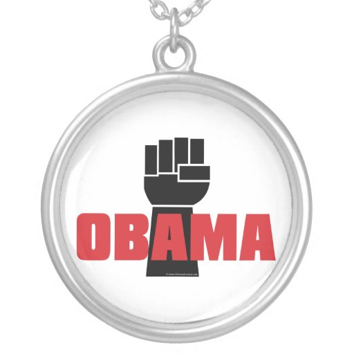 La derecha de Obama en el collar negro aumentado d