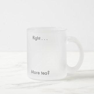 La derecha…. ¿Más té? - cita del té Taza Cristal Mate