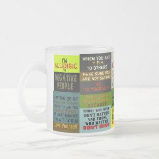 La DERECHA REDACTA la taza/el TRUISMO del vidrio e