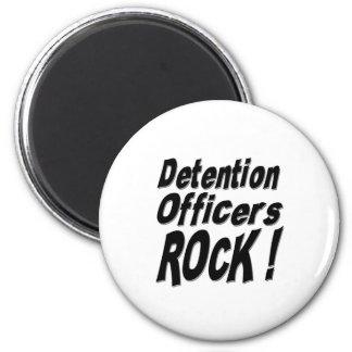 ¡La detención manda la roca! Imán