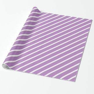 La diagonal purpúrea clara y blanca raya el papel papel de regalo