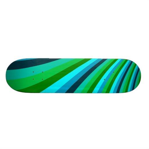 La diapositiva maravillosa del arco iris del verde skate board