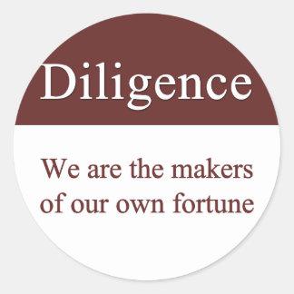 La diligencia crea nuestra fortuna pegatina redonda