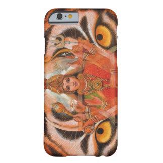 La diosa Durga y el tigre observa el caso del Funda De iPhone 6 Barely There