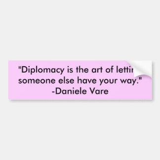 """La """"diplomacia es el arte de dejar algún otro h… pegatina de parachoque"""