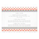 La dirección del boda carda Chevron gris coralino Invitaciones Personales