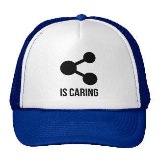 La distribución está cuidando el gorra del