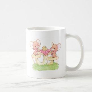 La distribución está cuidando ratones del verano taza