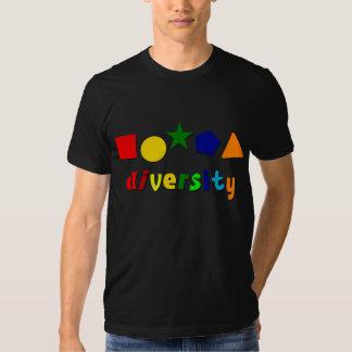 La diversidad forma la camiseta camisas