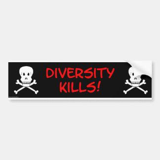 la diversidad mata al cráneo y a la bandera pirata pegatina para auto