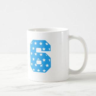 La diversión azul y el blanco protagoniza número 6 taza de café