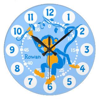 La diversión embroma el reloj azul y blanco conoci