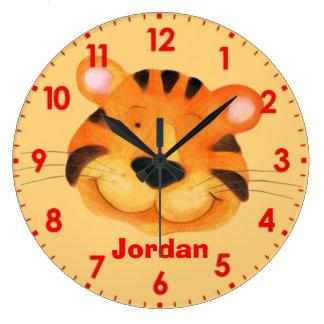 La diversión embroma el reloj de pared anaranjado