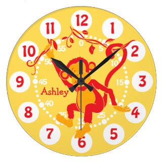 La diversión embroma el reloj rojo y amarillo cono