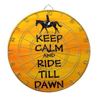 La diversión guarda calma y monta hasta caballo de tablero de dardos