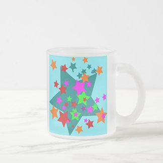 La diversión pegada estrella protagoniza el taza de cristal
