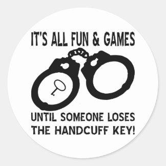 La diversión y los juegos hasta alguien pierde la pegatina redonda