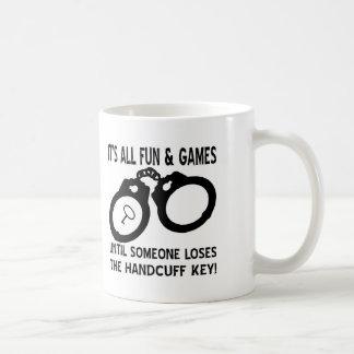 La diversión y los juegos hasta alguien pierde la  tazas