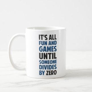 La división por cero no es un juego taza básica blanca