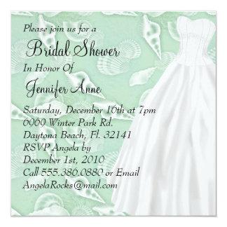 La ducha nupcial blanca linda del vestido de boda invitación 13,3 cm x 13,3cm