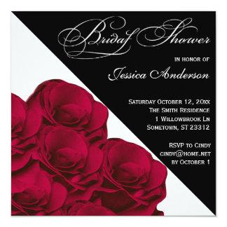 La ducha nupcial blanco y negro de los rosas rojos invitación 13,3 cm x 13,3cm