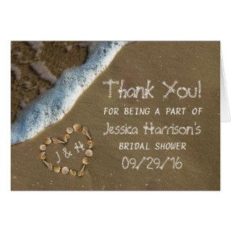 La ducha nupcial de la playa del corazón del tarjeta pequeña